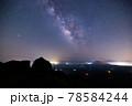 《大分県 九重》扇ヶ鼻山頂から見る星空 78584244