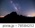 《大分県 九重》扇ヶ鼻山頂から見る天の川 78584252