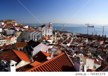 ポルトガルリスボン アルファマ地区サンタルジア展望台からの景色 78585379