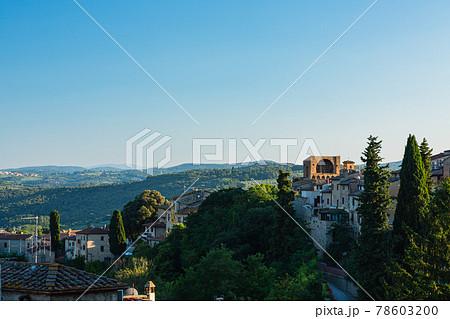 イタリア サン・ジミニャーノの旧市街からの郊外の風景 78603200