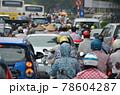 「ベトナム」ハノイ市街の通勤渋滞 78604287