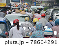 「ベトナム」ハノイ市街の通勤渋滞 78604291