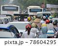 「ベトナム」ハノイ市街の通勤渋滞 78604295