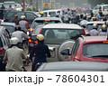 「ベトナム」ハノイ市街の通勤渋滞 78604301