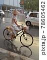 「ベトナム」ハノイの朝の通勤風景 78605462