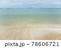 海水浴場の波打ち際 78606721