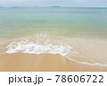 海水浴場の波打ち際 78606722