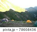 夏山登山のテント場 78608436