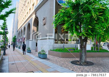 【兵庫県】6月・神戸旧居留地の通勤風景 78617637