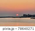 漁港の朝日 78640271