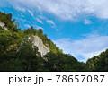 青空と柱状節理(北海道・層雲峡) 78657087