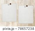 白い木目に二枚の画用紙 背景素材 78657238