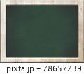 黒板 白い木目のフレーム 78657239