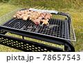 炭火で焼く焼き鳥 バーベキューコンロ 78657543