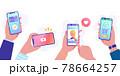 スマートフォンでsns、動画、キャッシュレス決済、オンラインショッピングをする人々のベクターイラスト 78664257