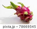 鮮やかなピンクのドラゴンフルーツ 78669345