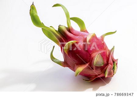 鮮やかなピンクのドラゴンフルーツ 78669347