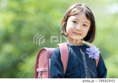 小学生 女の子 入学式 78682643