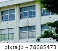 早朝の学校校舎 78685473