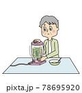 寝たきりの夫のためにミキサーできざみ食を作るシニア女性 78695920