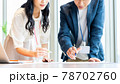 オフィスで調整するビジネスパーソン  撮影協力「+SHIFT NOGIZAKA」 78702760