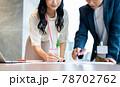 オフィスで調整するビジネスパーソン  撮影協力「+SHIFT NOGIZAKA」 78702762