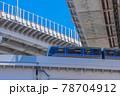 ゆりかもめ東京臨海新交通臨海線と首都高速道路 78704912