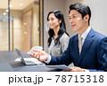 会議で説明するビジネスマン 撮影協力「+SHIFT NOGIZAKA」 78715318