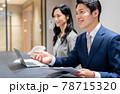 会議で説明するビジネスマン 撮影協力「+SHIFT NOGIZAKA」 78715320