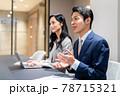 会議で説明するビジネスマン 撮影協力「+SHIFT NOGIZAKA」 78715321