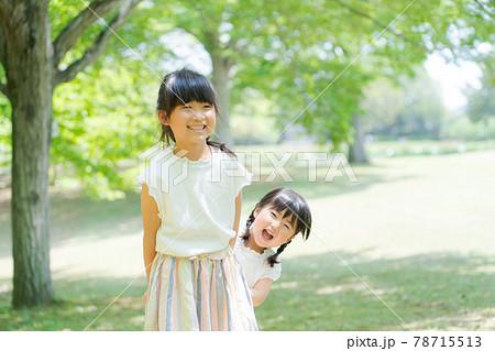 草原 森林 姉妹 女の子 自然 78715513