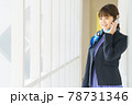 電話するオフィスのビジネスウーマン 78731346