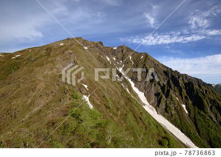 (群馬県)青空と初夏の谷川岳西黒尾根 78736863