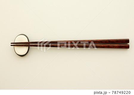 箸と箸置き 78749220