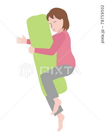 抱き枕を抱く女性 78759502