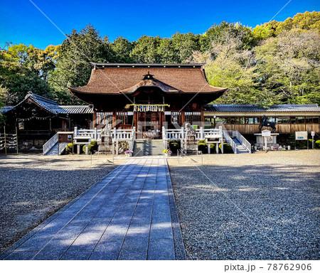 岐阜県各務原市の手力雄神社の参道と拝殿 78762906