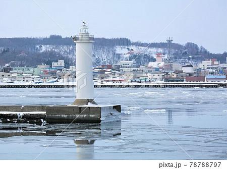 冬の網走港・灯台(北海道網走市) 78788797