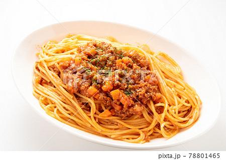 スパゲティ・ミートソース。(白バック) 78801465