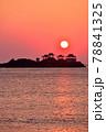 日和山海岸の朝日 78841325