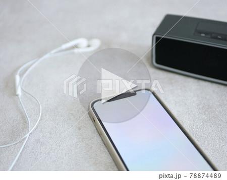 スマートフォンとイヤホンとスピーカー 78874489