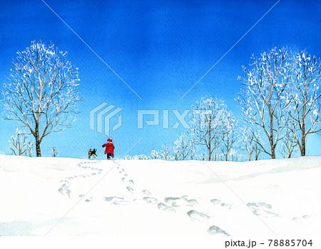 雪原を走る子供と犬 78885704