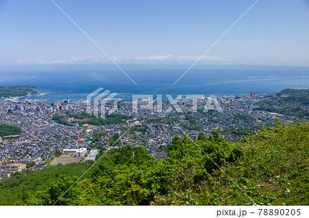 初夏、天狗山から見た昼の小樽市街 78890205