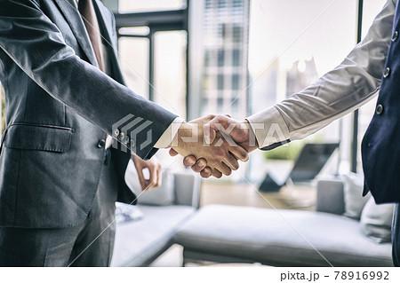 ビジネス 握手 78916992