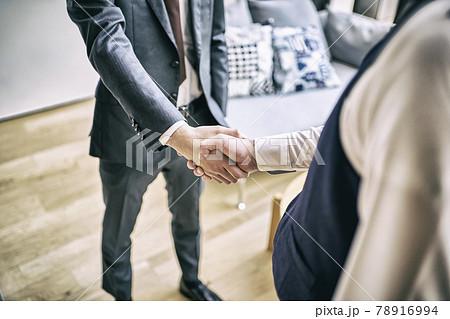 ビジネス 握手 78916994