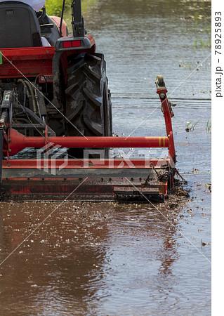 農業機械 トラクター 田植えの準備 78925893