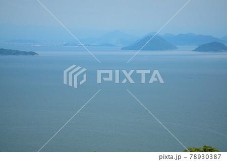 幻虹台から見た水島灘と丸亀市方面 岡山県笠岡市 78930387