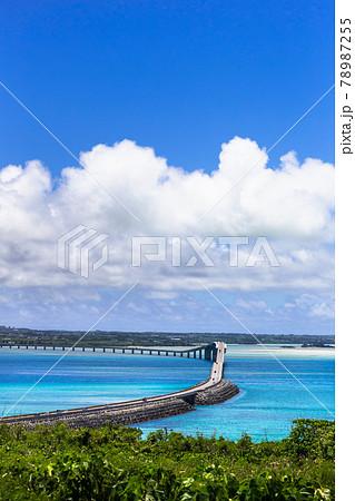 沖縄県宮古島、青空と伊良部大橋・日本 78987255