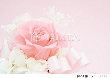 ピンクの可愛い花束 78997359
