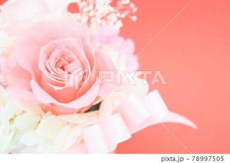 ピンクの可愛い花束 78997505