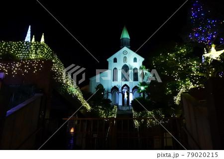 世界遺産の教会とイルミネーション 79020215